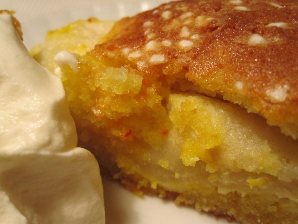 Saffranskaka med äpple och mandel